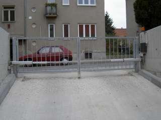 Dvoukřídlá brána, žárový zinek