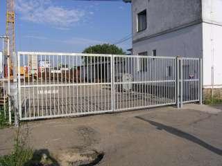 Dvoukřídlá Brána + branka,hliníková konstrukce,Brno