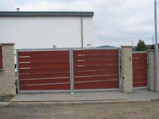 Dvoukřídlá Brána + pohon, hliníková konstrukce,dřevěná výplň + oplocení,Brno