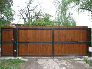 Dvoukřídlá Brána + branka + pohon, hliníková konstrukce,RAL,dřevěná výplň,Brno