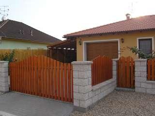 Dvouřkídlá Brána+ branka + oplocení , dřevěná výplň, Brno