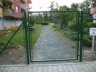 Zakázková-zámečnická výroba-oplocení,ploty,brány,branky,Brno -branka pletivo PVC