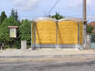 AUTOBUSOVÁ ZASTÁVKA, střecha PVC+dřevo+žárově zinkováno (2)