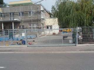 Samonosná brána ,hliníková konstrukce, Brno-Slatina