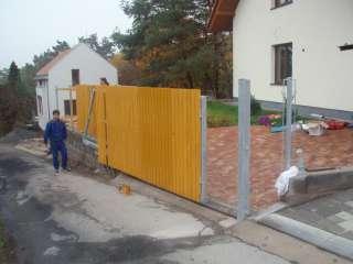 Brána nesená, žárově zinkováno, dřevěná výplň Brno