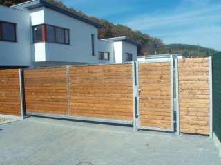 Samonosná brána,hliníková konstrukce,dřevěná výplň + dveře, Brno