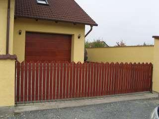 Brána nesená, žárově zinkováno, dřevěná výplň + pohon PULL, Jevíčko