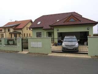Samonosná posuvná brána + branka + oplocení, zakázková zámečnická výroba, Brno