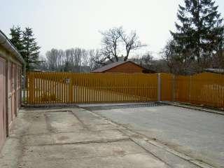 Samonosná posuvná brána + branka,výplň PVC,Brno