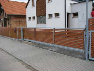 Samonosná posuvná brána s el.pohonem,dřevěná výplň + oplocení,Brno