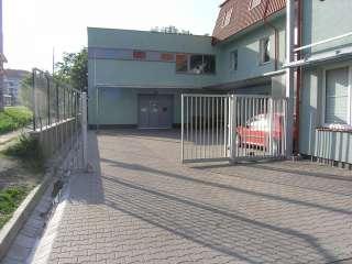 Samonosná posuvná brána, hliníková konstrukce,Brno