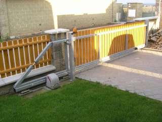 Brána nesená, žárovkově zinkováno,PVC výplň,Brno