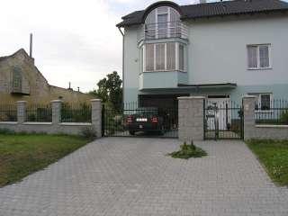 Samonosná posuvná brána,zakázková výroba-zámečnictví + branka a oplocení,RAL zelená,Brno