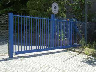 Samonosná posuvná brána,zakázková-zámečnická výroba, modrý RAL.,Brno