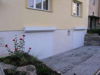 Rolovací vrata -bílá, instalace na fasadu, Brno