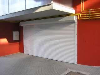 Rolovací vrata -bílá, instalace na fasadu,vjezd pro hromadné garáže,Brno