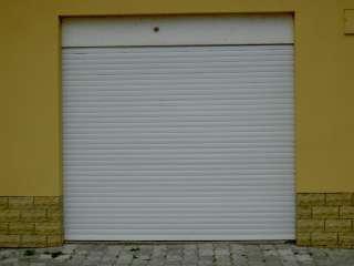 Rolovací vrata -bílá,standardní montáž ze vnitř otvoru, snížení výšky boxem,Brno