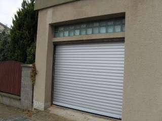 Rolovací vrata LAMELA 77, STŘÍBRNÁ, osazení zevnitř garáže