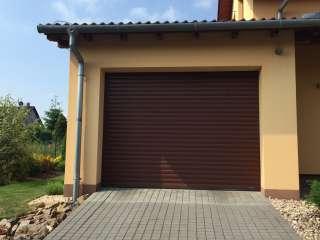 Rolovací vrata -hnědá, osazení zevnitř garáže,Brno