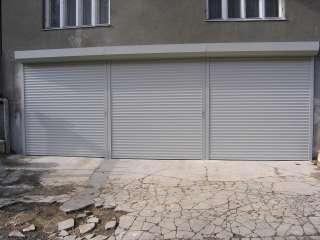 Rolovací vrata 3ks - šedá, instalace na fasadu, Brno (1)