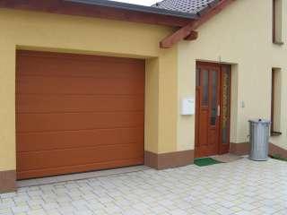 Garážová Vrata sekční, design DRÁŽKA, RAL HNĚDÝ,Brno