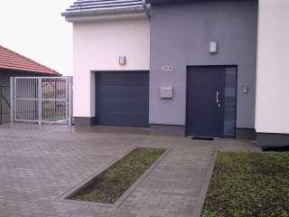 Garážová vrata sekční, design FLAT-HLADKÁ sekce, RAL Šedá-Antracit, BRNO