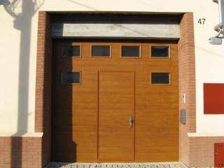 Garážová vrata sekční, design FLAT-HLADKÁ, ZLATÝ DUB, VSTUPNÍ DVEŘE+RAL, 6ks OKEN, BRNO