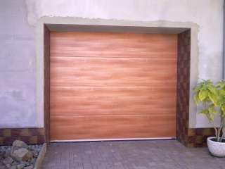 Garážová vrata sekční, design FLAT-HLADKÁ sekce, imitace Walnuss Amaretto, Brno