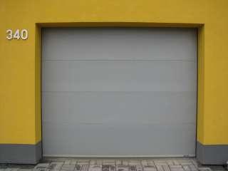 Garážová vrata sekční, design FLAT-HLADKÁ sekce, RAL Šedá, BRNO