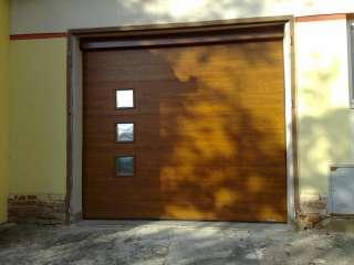 Garážová vrata sekční, design FLAT-HLADKÁ sekce, ZLATÝ DUB, 3ks OKNO, Holasice