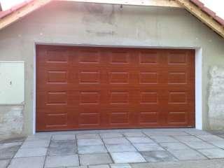 Garážová vrata sekční, design KAZETA, odstín RAL, Brno