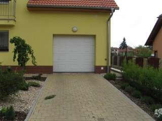 Garážová vrata sekční, design KAZETA, RAL Bílá, Brno