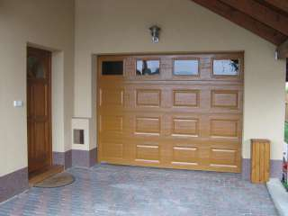 Garážová vrata sekční, design KAZETA, odstín RAL, prosklení, Brno